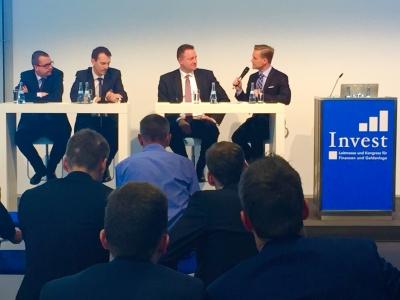 Manuel Koch moderiert auf der Invest-Messe