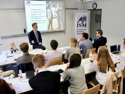 Manuel Koch vor ISM-Studenten
