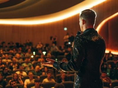 Manuel Koch moderiert Gala